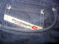 Het logo van Diesel in een spijkerbroek verwerkt